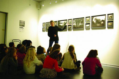 """Rencontre scolaire avec la photographe Delphine Dauphy - exposition """"Territoires d'expériences"""" - Octobre 2013"""