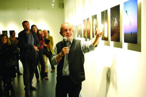 """Visite commentée de l'exposition """"Nostos"""" par le photographe José Manuel Navia, lors du vernissage - Mars 2015"""